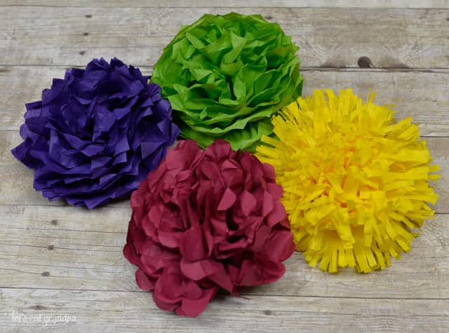 here are some great tissue paper flowers that can be used for so many different things