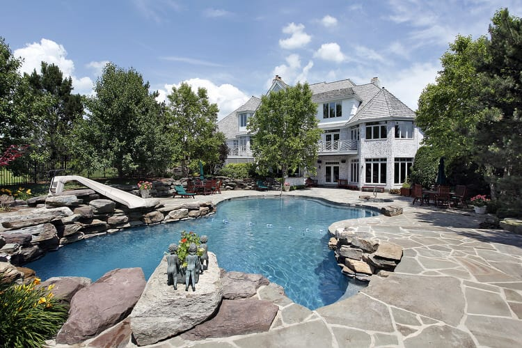 35 stunning backyard pools interiorcharm for Pool design hamptons