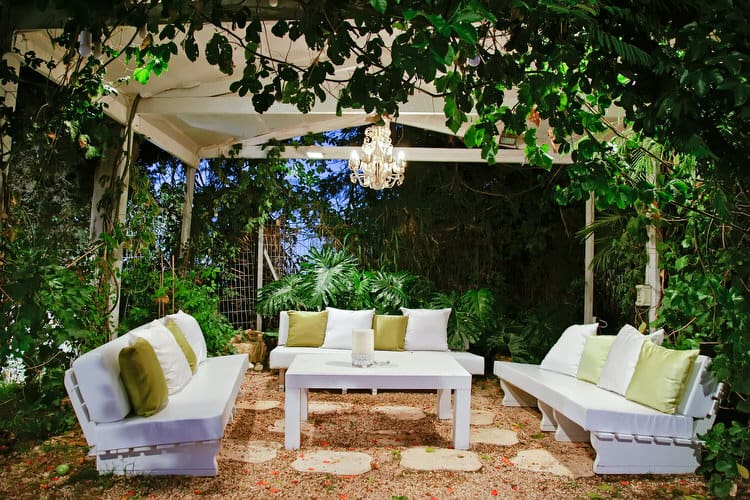 Outdoor Cocktail Party Ideas Part - 49: This Ingenious Homeowner Needed To Create A Glamorous Spot For An Outdoor  Cocktail Party. The Ordinary Patio Was Transformed Into A Hip Lounge With  The ...