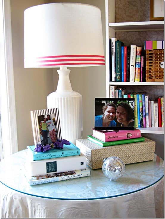 Use ribbons to add extra designs and patterns to lampshades. If you have an old or boring lampshade that needs some spicing up, ribbon can transform it into a new visually appealing design.