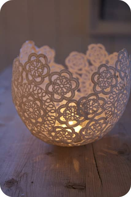 This lacy design made with a balloon is an amazing table piece for special events such as weddings and graduations. Use these light holders for a fancy and elegant element that is very affordable.