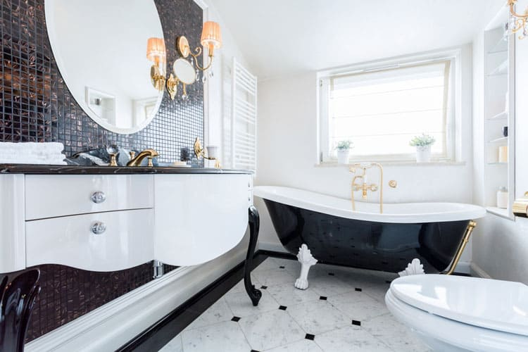 A Clawfoot Tub Always Draws The Eye And Black White Shades Of This One Tie Look Rest Room Together Complete With Coordinating
