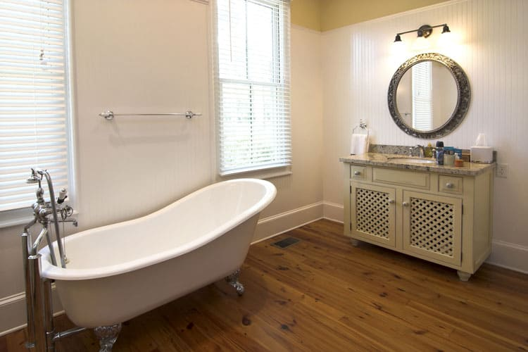 This Toned Down Room Makes The Clawfoot Tub Which Tends To Scream Luxurious Look Like A Basic Fixture Abeit Beautiful One