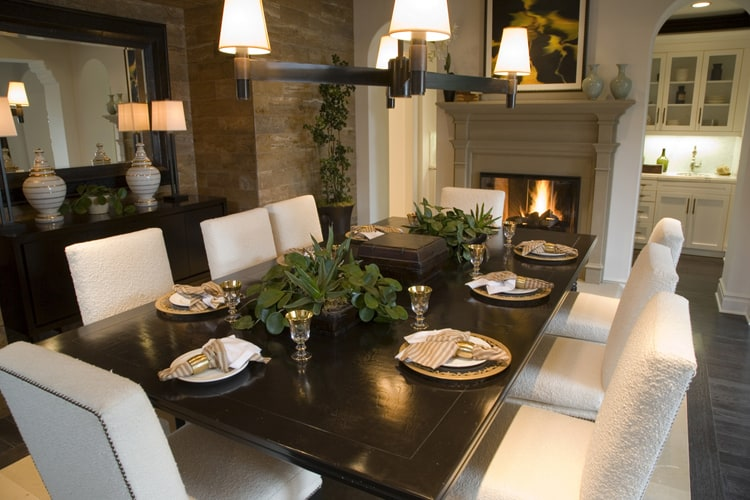 A Tuscan Style Dining Room Is The Perfect Environment To Share Special Times With Family And Friends Create Warmth Comfort Through Rich Wood Tones