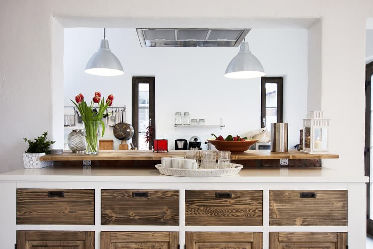 42 captivating country kitchens pictures for Stili mobili antichi