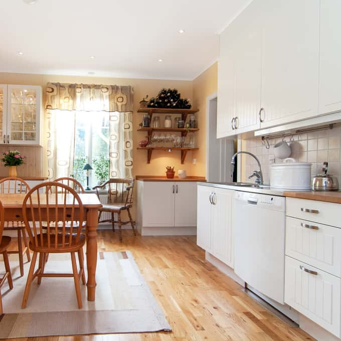 Country Kitchen Floor: 42 Captivating Country Kitchens (PICTURES
