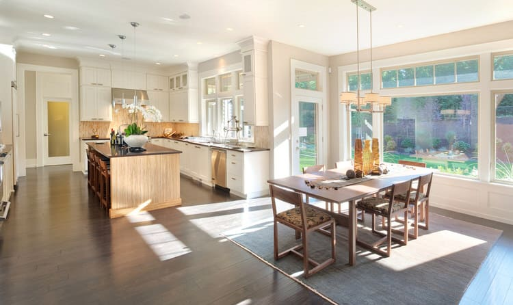 This Mansion Plays Down Its Pedigree With A Redesigned Casual Open Concept Kitchen And Dining Area Influenced By The View Of Beach From Picture